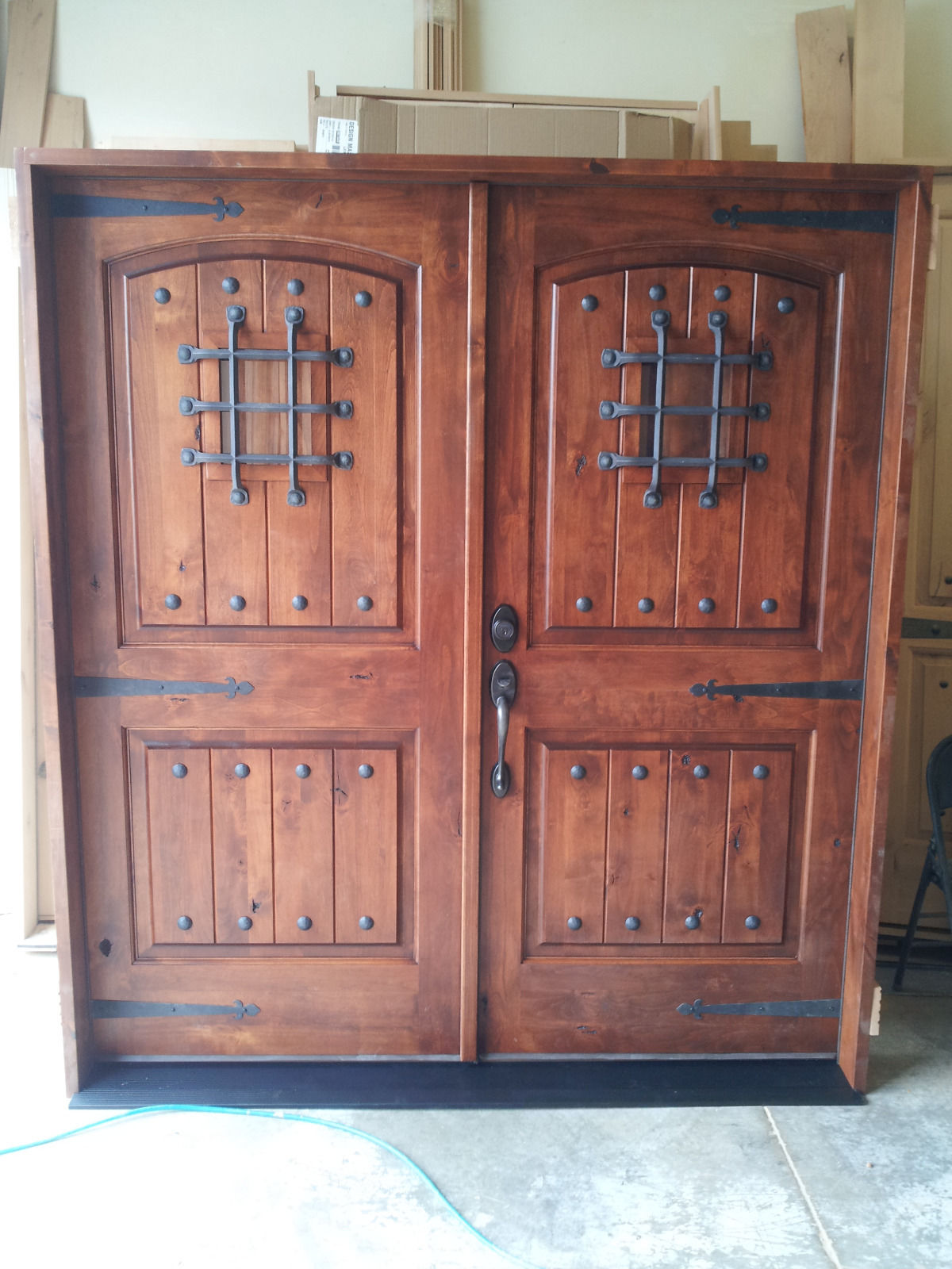 Knotty alder rustic arch top entry door ex 1339 ksr door for Best entry doors